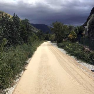 Constructing stabilising unpaved roads - Slurry Srl