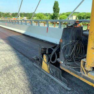 Resurfacing a road surface via slurry seal microsurfacing - Slurry Srl