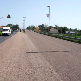 Double layer waterproofing surface dressing for road safety - Slurry Srl