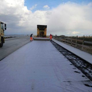 Laying waterproofing geotextile - Slurry Srl